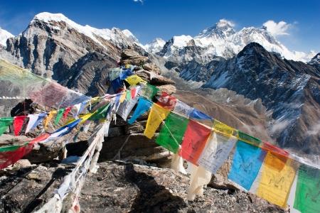 gokyo からエベレストのビューと祈りのフラグ - ネパールの ri