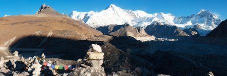 panoramatic: panoramatic view of Cho Oyu - way to Cho Oyu base camp  Stock Photo