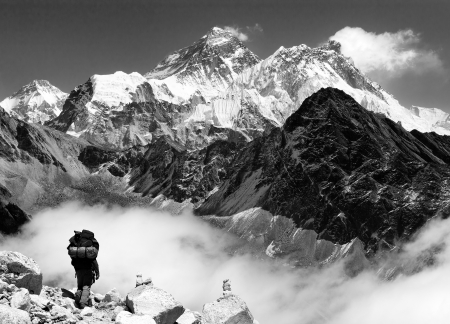 himalaya: view of Everest from Gokyo with tourist on the way to Everest - Nepal