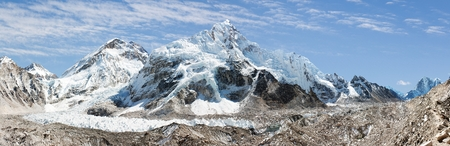 icefall: panoramic view of Everest, Nuptse, glacier and ice-fall khumbu from everest b c   Stock Photo