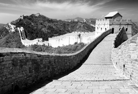 parapet wall: black and white view of Great Wall - China Stock Photo