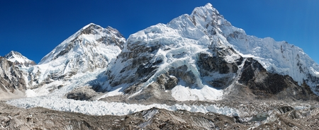 icefall: panoramic view of Everest, Nuptse, glacier and ice-fall khumbu from everest b.c. way to everest base camp - Nepal Stock Photo