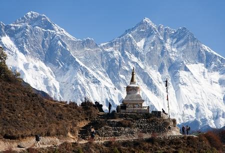 Stupa near Namche Bazar and Mount Everest, Lhotse and Nuptse - way to Everest base camp - Nepal 版權商用圖片
