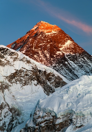 エベレスト カラパタール エベレスト ベース キャンプへのウェイ - ネパールからの夕景