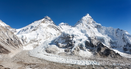 ri: Beautiful view of mount Everest, Lhotse and nuptse from Pumo Ri base camp - way to Everest base camp - Nepal