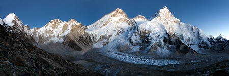 ri: nightly view of Everest, Lhotse and Nuptse from Pumo Ri base camp - Way to Everest base camp - Nepal Stock Photo