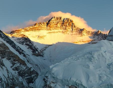 ri: Evening view of Mount Lhotse from Pumo Ri base camp, Sagarmatha national park, Khumbu valley, Nepal Stock Photo