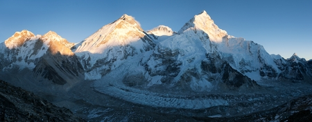 ri: Panoramic view of Mount Everest, Lhotse and Nuptse from Pumo Ri base camp - way to Mount Everest base camp - Nepal