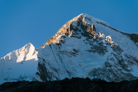 ri: Evening view of mount Cho oyu from Gokyo Ri  way to Mt. Everest base camp  Nepal