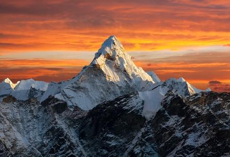 Avond weergave van Ama Dablam op de weg naar Everest Base Camp Nepal Stockfoto