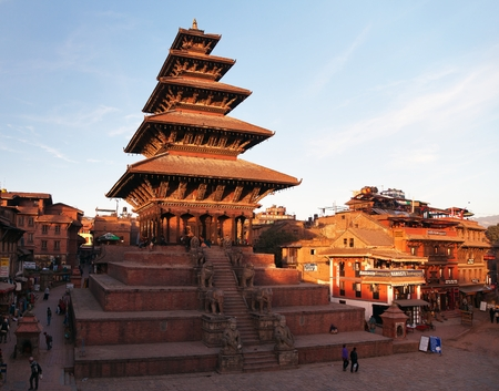 hinduist: BHAKTAPUR, NEPAL, 10th DECEMBER 2014 - Evening view of Nyatapola Pagoda on Taumadhi Square in Bhaktapur, Kathmandu Valley, Bhaktapur is one of the best historic town in Nepal