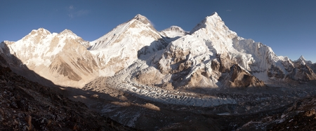 ri: Panoramic view of Mount Everest, Lhotse and Nuptse from Pumo Ri base camp - way to Mount Everest base camp, Khumbu valley, Sagarmatha national park, Nepal Stock Photo