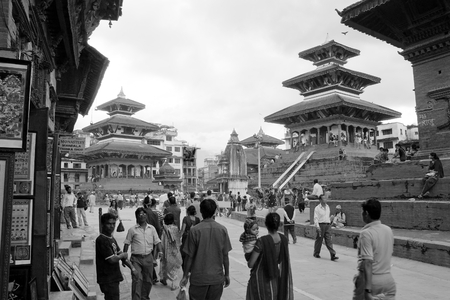 indigene: KATHMANDU, NEPAL, 7th SEPTEMBER 2010 - nepalese people on Durbar square, Kathmandu, black and white view Editorial