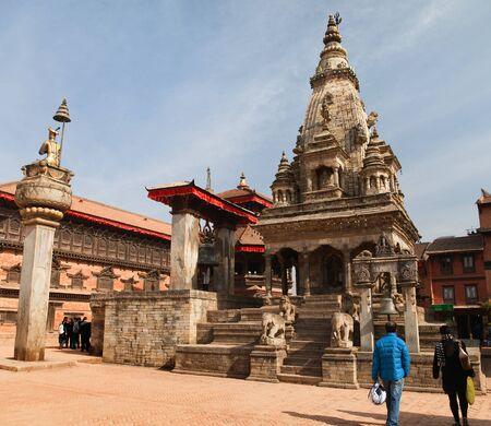 hinduist: BHAKTAPUR, NEPAL, 10th DECEMBER 2014 - Temples of Durbar Square with people in Bhaktapur, Kathmandu valey, Nepal