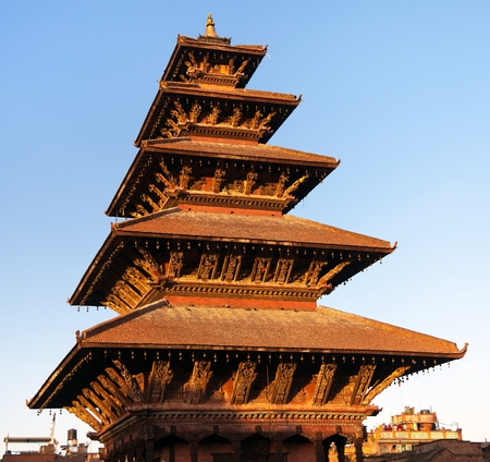 hinduist: Evening view of Nyatapola Pagoda on Taumadhi Square in Bhaktapur, Kathmandu Valley, Bhaktapur is one of the best historic town in Nepal Stock Photo