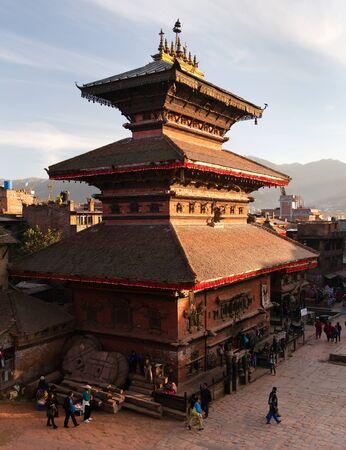 hinduist: BHAKTAPUR, NEPAL, 10th DECEMBER 2014 - Temples of Durbar Square with people in Bhaktapur, Kathmandu valey, Nepal