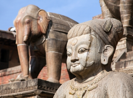 hinduist: Statues of people head and elephant - Detail from Nyatapola Pagoda on Taumadhi Square in Bhaktapur, Kathmandu Valley Nepal