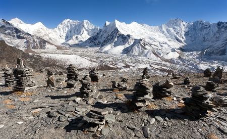 kali: Top of mount Makalu, Kali Himal, beautiful mountain in Khumbu valley near Island peak with stone mans, Solukhumbu, Everest area, Sagarmatha national park, Nepal Stock Photo