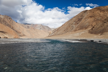 indian creek: view from Indian himalayas - mountain and river in Rupshu valley - way to Parang La and Takling la passes, passes from Ladakh to Himachal Pradesh - India Stock Photo