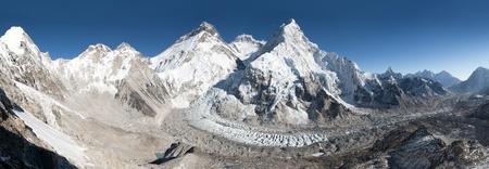 icefall: Beautiful view of mount Everest, Lhotse and nuptse from Pumo Ri base camp - way to Everest base camp, Khumbu valley, Sagarmatha national park, Nepal Stock Photo