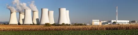 Vista panoramica serale della centrale nucleare Jaslovske Bohunice - Slovacchia