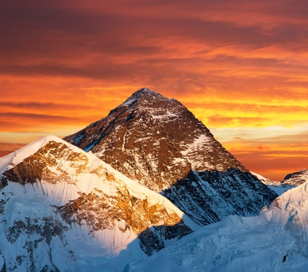 sierra: Evening colored view of Mount Everest from Kala Patthar, Khumbu valley, Solukhumbu, Sagarmatha national park, Nepal Stock Photo