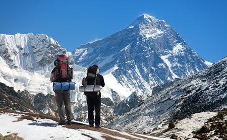 sierra: view of Mount Everest, with tourist on the way to base camp, Sagarmatha national park, Khumbu valley - Nepal