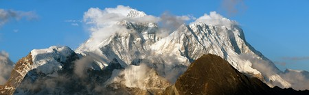 ri: Evening panoramic view of mount Everest with beautiful clouds on the top from Gokyo Ri - Everest area, Sagarmatha national park, Khumbu valley, Nepal