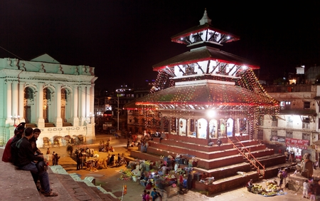 hinduist: KATHMANDU, NEPAL, 23RD OCTOBER 2014 - Night view of Kathmandu Durbar square during festival