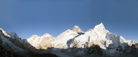sierra: Evening panoramic view of Mount Everest from Kala Patthar - Way to base camp, Sagarmatha national park, Khumbu valley, Nepal