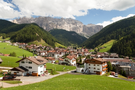 selva: Selva Val Gardena or Wolkenstein a summer and winter holiday village in Val Gardena under Sellagrupe or Gruppo di Sella, South Tirol, Dolomiten mountains, Italien European Alps