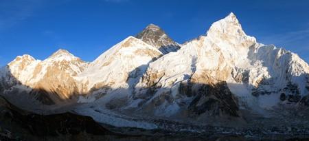 mount everest: Mount Everest, Evening panoramic view of Mount Everest from Kala Patthar - Way to Mount Everest base camp, Sagarmatha national park, Khumbu valley, Nepal