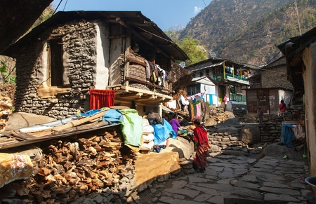 indigene: JAGAT VILLAGE, NEPAL, ANNAPURNA REGION, 22th MARCH 2016 - Jagat village with nepalese people, one of the best villages in Annapurna region