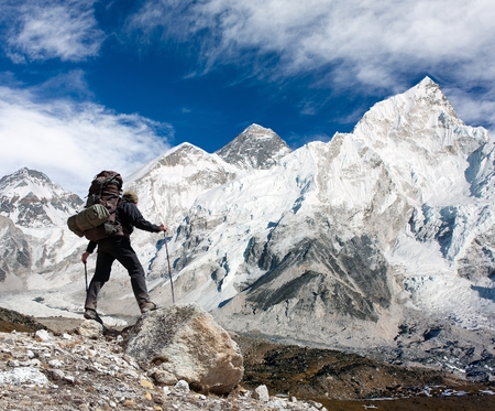 highlander: Panoramic view of Mount Everest from Kala Patthar with tourist on the way to Everest base camp, Sagarmatha national park, Khumbu valley - Nepal