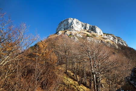 Haut de montage Klak, vue d'automne des montagnes Mala Fatra, Carpathes, Slovaquie Banque d'images - 75815425