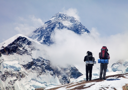 Panoramic view of Mount Everest from Kala Patthar with two tourists on the way to Everest base camp, Sagarmatha national park, Khumbu valley - Nepal Reklamní fotografie