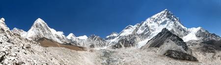panoramic view of himalayan mountain range near Mount Everest with Khumbu Glacier Pumo Ri and Nuptse, way to Everest base camp, Khumbu valley, sagarmatha national park,  Nepal Stock Photo
