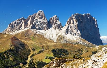 View of Sella Joch pass and mounts Langkofel, Plattkofel, Sassopiatto, Sassolungo, South Tirol, Dolomites mountains, Italy Foto de archivo