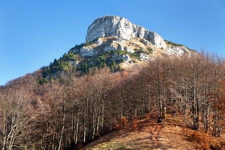 Top of mount Klak, autumnal view from Mala Fatra mountains, Carpathians, Slovakia Banque d'images - 95075185