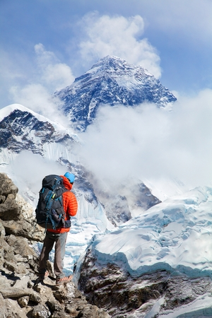 View of Mount Everest 8848m from Kala Patthar with tourist on the way to Everest base camp, Sagarmatha national park, Khumbu valley, Solukhumbu, Nepal Himalayas mountains Stock Photo