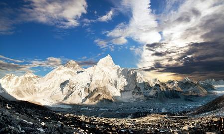 Evening panoramic view of mount Everest with beautiful sunset clouds from Kala Patthar, Sagarmatha national park, Khumbu walley, Solukhumbu, Nepal Himalays mountains Stock Photo