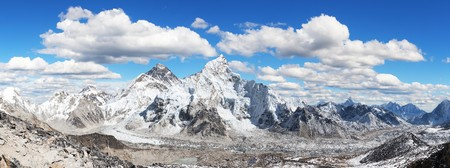 himalaya, panoramic view of himalayas mountains, Mount Everest with beautiful sky and Khumbu Glacier - way to Everest base camp, Khumbu valley, Sagarmatha national park, Nepal Himalazas mountains 免版税图像