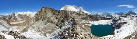 view from Kongma la pass to mount lhotse and Makalu - sagarmatha national park, trek to Everest base camp and three passes - Nepal Himalayas mountains 스톡 콘텐츠
