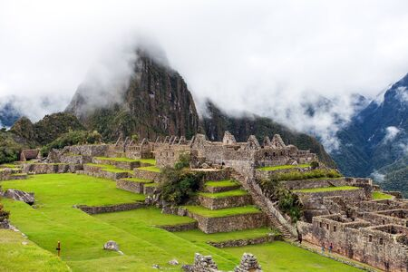 Machu Picchu, panoramic view of peruvian incan town,   sacred valley, Cusco region, Peru 스톡 콘텐츠