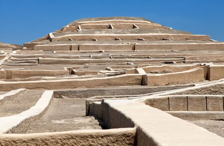 Nazca pyramid at Cahuachi archeological site in the Nazca desert of Peru 스톡 콘텐츠