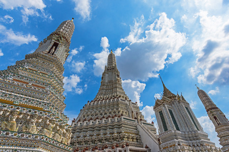 Wat Arun Ratchawaram, A beautiful temple in Thailand, It is a popular tourist destination, The temple is located along the Chao Phraya River.
