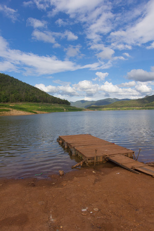 wood Pontoon boat  with Mae Ngad Dam and Reservoir in Mae Taeng , Chiang Mai  Thailand Stock Photo