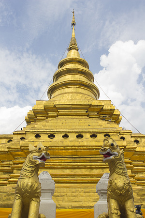 chiangmai: Singha statue with pagoda Wat Pra That sri Chomthong vora vihan, Chiangmai Thailand Stock Photo