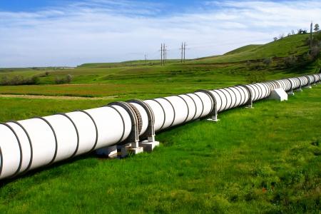 tuberias de agua: Tuber�a industrial con gas y petr�leo