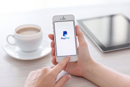 Simferopol, Rusland - 22 juni 2014 PayPal de grootste exploitant van elektronisch geld dat is opgericht in 1998 PayPal is de meest populaire manier van ontvangst en het verzenden van het internet van de betalingen op de eBay veiling Redactioneel